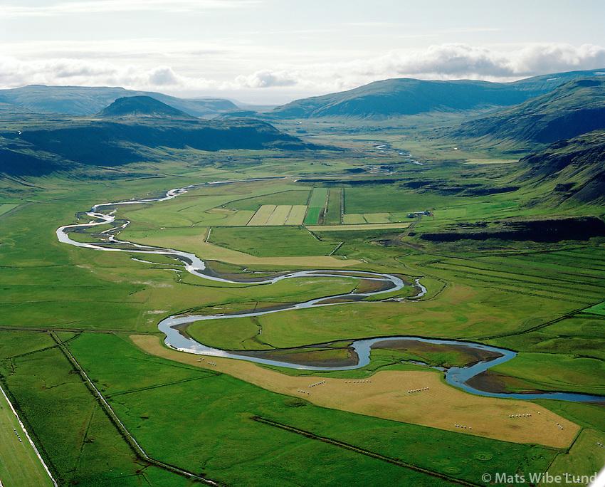 Laxá í Kjós séð til austurs, Þorláksstaðir í bakgrunni. Kjósarhreppur / River Laxa i Kjos viewing east, Thorlaksstadir in background. Kjosarhreppur.