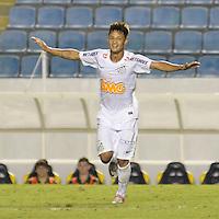ATENÇÃO EDITOR: FOTO EMBARGADA PARA VEÍCULOS INTERNACIONAIS - BARUERI, SP, 22 DE JANEIRO DE 2013 - COPA SÃO PAULO DE FUTEBOL JUNIOR - PALMEIRAS x SANTOS: Neilton comemora terceiro gol durante partida Palmeiras x Santos, válida pela semifinal da Copa São Paulo de Futebol Junior, disputado na Arena Barueri. FOTO: LEVI BIANCO - BRAZIL PHOTO PRESS