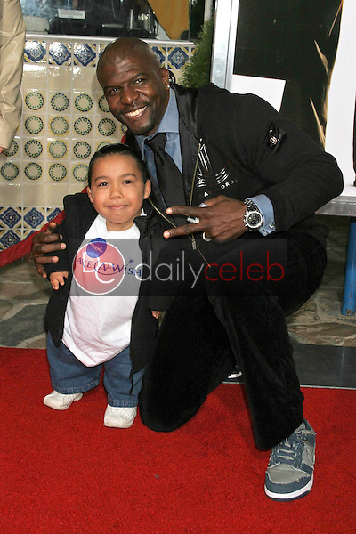 Joseph Calderon and Terry Crews<br />at the premiere of &quot;The Pursuit of Happyness&quot;. Mann Village Theatre, Westwood, CA. 12-07-06<br />Dave Edwards/DailyCeleb.com 818-249-4998