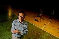 Belo Horizonte_MG, Brasil...Claudio Beato, sociologo, coordenador geral do CRISP (Centro de Estudos de Criminalidade e Seguranca Publica), na Pedreira Prado Lopes, comunidade com altos indices de violencia onde atua o projeto Fica Vivo...The Claudio Beato, He is sociologist and general coordinator of the CRISP (Studies Centre of Crime and Public Safety), in Pedreira Prado Lopes, a community with high rates of violence, He works with Fica Vivo project...Foto: LEO DRUMOND / NITRO