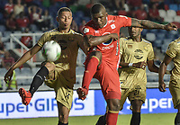 CALI - COLOMBIA, 17-08-2019: Marlon Torres del América disputa el balón con David Rivas de Rionegro durante partido por la fecha 6 de la Liga Águila II 2019 entre América de Cali y Rionegro Águilas jugado en el estadio Pascual Guerrero de la ciudad de Cali. / Marlon Torres of America struggles the ball with David Rivas of Rionegro during match for the date 6 as part of Aguila League II 2019 between America de Cali and Rionegro Aguilas played at Pascual Guerrero stadium in Cali. Photo: VizzorImage / Gabriel Aponte / Staff