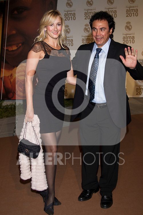 MADRID (04/11/2010).- Real Madrid Foundation held  its annual gala, Alma Awards 2010. Hugo Sanchez  and wife...Photo: Cesar Cebolla / ALFAQUI