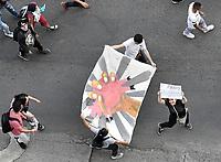 CALI - COLOMBIA, 04-12-2019: Miles de manifestantes salieron a las calles de Cali para unirse a la  jornada de paro Nacional en Colombia hoy, 4 de diciembre de 2019. La jornada Nacional es convocada para rechazar el mal gobierno y las decisiones que vulneran los derechos de los Colombianos. / Thousands of protesters took to the streets of Cali to join the National Strike day in Colombia today, December 4, 2019. The National Strike is convened to reject bad government and decisions that violate the rights of Colombians. Photo: VizzorImage / Gabriel Aponte / Staff
