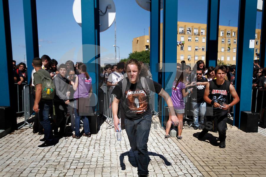 LISBOA, PORTUGAL, 25 DE MAIO 2012 - ROCK IN RIO LISBOA - Entrada de publico no primeiro dia do Rock In Rio Lisboa  na tarde dessa sexta-feira (25) na cidade do Rock em Lisboa, Portugal. FOTO: VANESSA CARVALHO - BRAZIL PHOTO PRESS.