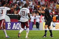 ATENCAO EDITOR: FOTO EMBARGADA PARA VEÍCULOS INTERNACIONAIS. - RIO DE JANEIRO, RJ, 30 DE SETEMBRO DE 2012 - CAMPEONATO BRASILEIRO - FLAMENGO X FLUMINENSE - O arbitro Marcelo de Lima Henrique marca penalti para o Flamengo, durante partida contra o Fluminense, pela 27a rodada do Campeonato Brasileiro, no Stadium Rio (Engenhao), na cidade do Rio de Janeiro, neste domingo, 30. FOTO BRUNO TURANO BRAZIL PHOTO PRESS