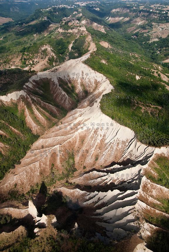 Valle dei Calanchi. Foto aerea. In lontananza la rupe di Civita. Civita di Bagnoregio, 13 luglio 2012...