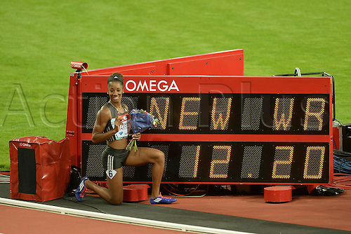 22.07.2016. Queen Elizabeth Park, London, England. London Anniversary Athletics. Kendra Harrison poses after setting a new World Record in the womens 100m hurdles during the IAAF Mueller Anniversary Games