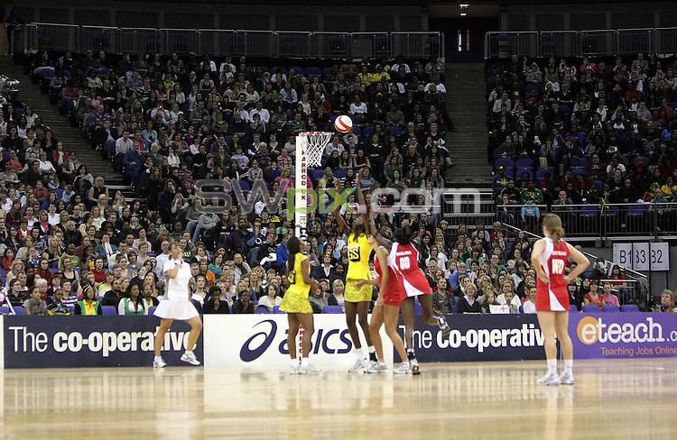 PICTURE BY BEN DUFFY/SWPIX.COM - Netball - The Co-Operative International Series - England v Jamaica, First Test - O2 Arena, London, England - 22/02/09...Copyright - Simon Wilkinson - 07811267706...GV, General View.