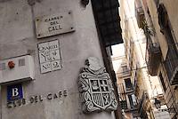 - Barcellona, street corner in the Ciutat Vella district....- Barcellona, angolo di una strada nel quartiere della Ciutat Vella ....