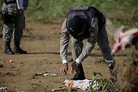 MACEIÓ, AL, 07.04.2017 - CRIME-AL - Récem-nascido é encontrado morto, em terreno baldio, parte alta de Maceió, no bairro Cidade Universitária, nesta sexta-feira, 07. (Foto: Alisson Frazão/Brazil Photo Press)