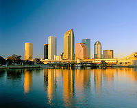 USA, Florida, Tampa: Sunset over Downtown Area | USA, Florida, Tampa: Downtown bei Sonnenuntergang