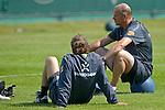 NORDERNEY Trainer Thomas Schaaf bleibt Norderney treu. Nachdem er bereits elfmal mit Fu&szlig;ball-Bundesligist Werder Bremen ins Trainingslager auf die Nordseeinsel gefahren ist, um sein Team auf eine Saison vorzubereiten, will er die Sportpl&auml;tze und die dort gebotene Betreuung auch f&uuml;r seinen neuen Verein, Eintracht Frankfurt, nutzen. Das Trainingslager ist f&uuml;r die Zeit vom 6. bis 12. Juli geplant.<br /> Archiv aus: 08.07.2010, An der Muehle, Norderney, GER, Trainingslager Werder Bremen 1. FBL 2010 - Day02 im Bild     Thomas Schaaf ( Werder  - Trainer  COACH) Foto &copy; nph / Kokenge