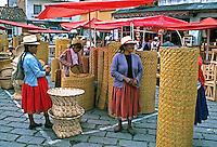 Feira de artesanato indígena em Cuenca, Equador. 1997. Foto de Juca Martins.