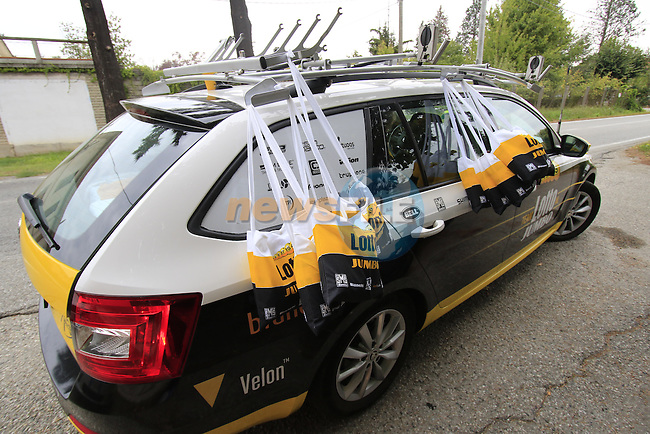 Lotto NL-Jumbo ready at the feed zone in Pozzo Sant'Evasio during the 2015 96th Milan-Turin 186km race starting at San Giuliano Milanese, Italy. 1st October 2015.<br /> Picture: Eoin Clarke | Newsfile