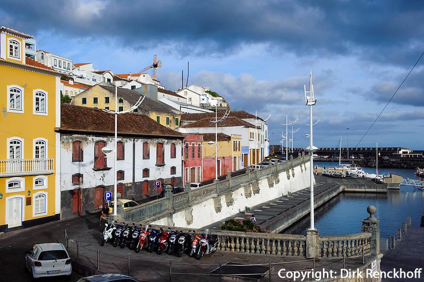 am Hafen in Angra do Heroismo auf der Insel Terceira, Azoren, Portugal, Unesco-Weltkulturerbe