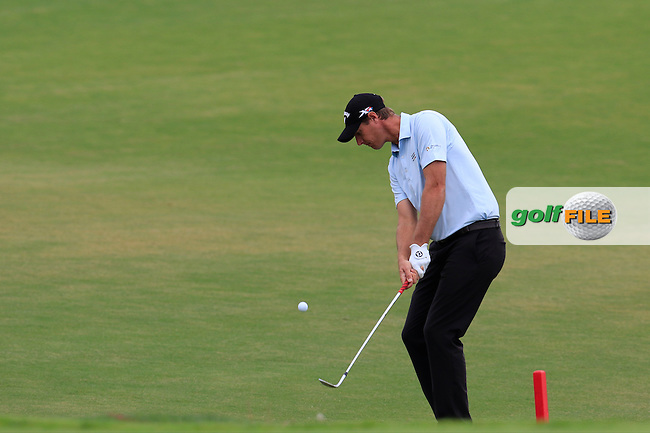 Nicolas Colsaerts (BEL) chips onto the 18th green during Friday's Round 2 of the 2016 Portugal Masters held at the Oceanico Victoria Golf Course, Vilamoura, Algarve, Portugal. 21st October 2016.<br /> Picture: Eoin Clarke | Golffile<br /> <br /> <br /> All photos usage must carry mandatory copyright credit (&copy; Golffile | Eoin Clarke)