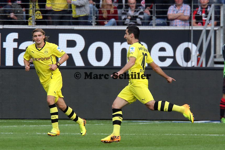 Henrikh Mkhitaryan (BvB) erzielt das 1:2 und jubelt mit Marcel Schmelzer - Eintracht Frankfurt vs. Borussia Dortmund