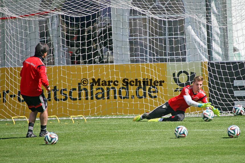 Bundestrainer Joachim Löw testet Ron-Robert Zieler- Abschlusstraining der Deutschen Nationalmannschaft  im Rahmen der WM-Vorbereitung in St. Martin