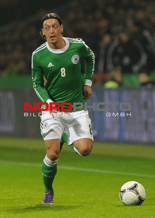 29.02.2012, Weserstadion, Bremen, GER, FSP, Deutschland (GER) vs Frankreich (FRA), im Bild Mesut &Ouml;zil / Oezil (GER #8 Madrid)<br /> <br /> // during the friendly match Germany vs France on 2012/02/29, Weserstadion, Bremen, Germany.<br /> Foto &copy; nph / Frisch *** Local Caption ***