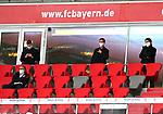 23.05.2020, Allianz Arena, München, GER, 1.FBL, FC Bayern München vs Eintracht Frankfurt 23.05.2020 , <br /><br />Nur für journalistische Zwecke!<br /><br />Gemäß den Vorgaben der DFL Deutsche Fußball Liga ist es untersagt, in dem Stadion und/oder vom Spiel angefertigte Fotoaufnahmen in Form von Sequenzbildern und/oder videoähnlichen Fotostrecken zu verwerten bzw. verwerten zu lassen. <br /><br />Only for editorial use! <br /><br />DFL regulations prohibit any use of photographs as image sequences and/or quasi-video..<br />im Bild<br />Fredi BOBIC, FRA Vorstandsmitglied, mit Mundschutz auf der Tribüne <br /> Foto: Peter Schatz/Pool/Bratic/nordphoto