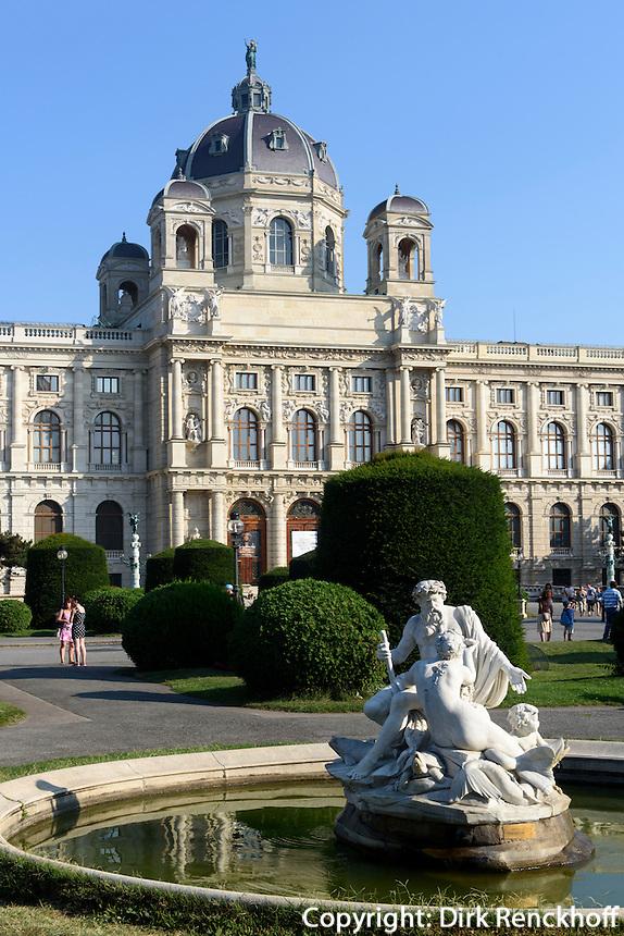Kunsthistorisches Museum und Brunnen am Maria-Theresien-Platz, Wien, &Ouml;sterreich, UNESCO-Weltkulturerbe<br /> Museum of Fine Arts, Vienna, Austria, world heritage