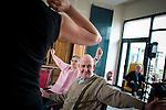 le 3 juillet 2013, l'ehpad Jacques Brel proposent aux résidents de multiples ateliers allant de l'initation informatique sur tabelle ou encore des cours de hip hop. guipavas (29)