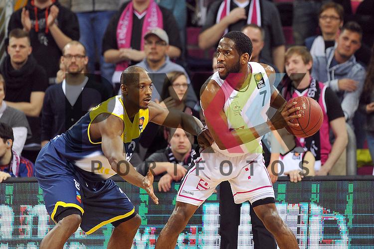 Am Ball Bonns Nr7 Ryan Brooks gegen Oldenburgs Nr23 Rickey Paulding im Spiel Telekom Baskets Bonn - EWE Baskets Oldenburg.<br /> <br /> Foto &copy; P-I-X.org *** Foto ist honorarpflichtig! *** Auf Anfrage in hoeherer Qualitaet/Aufloesung Belegexemplar erbeten Veroeffentlichung ausschliesslich fuer journalistisch-publizistische Zwecke For editorial use only