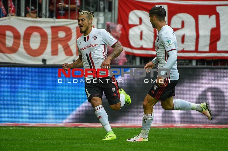 16.09.2016, Allianz-Arena, Muenchen, GER, 1.FBL, FC Bayern Muenchen vs FC Ingolstadt 04, im Bild<br /> <br /> Dar&iacute;o Lezcano (FC Ingolstadt #11)  jubelt nach seinem Tor zum 0:1, rechts Mathew Leckie (FC Ingolstadt 04 #7) <br /> <br /> Foto &copy; nordphoto / Schreyer