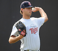 July 15, 2009: LHP Kyle Carr (35) of the Elizabethton Twins, rookie Appalachian League affiliate of the Minnesota Twins, before a game at Dan Daniel Memorial Park in Danville, Va. Photo by:  Tom Priddy/Four Seam Images