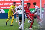 1:0 Robin Quaison (FSV Mainz 05 #07) gegen Milos Veljkovic (Werder Bremen #13), Jiri Pavlenka (Werder Bremen #01), Joshua Sargent (Werder Bremen #19)<br /> <br /> <br /> Sport: nphgm001: Fussball: 1. Bundesliga: Saison 19/20: 33. Spieltag: 1. FSV Mainz 05 vs SV Werder Bremen 20.06.2020<br /> <br /> Foto: gumzmedia/nordphoto/POOL <br /> <br /> DFL regulations prohibit any use of photographs as image sequences and/or quasi-video.<br /> EDITORIAL USE ONLY<br /> National and international News-Agencies OUT.