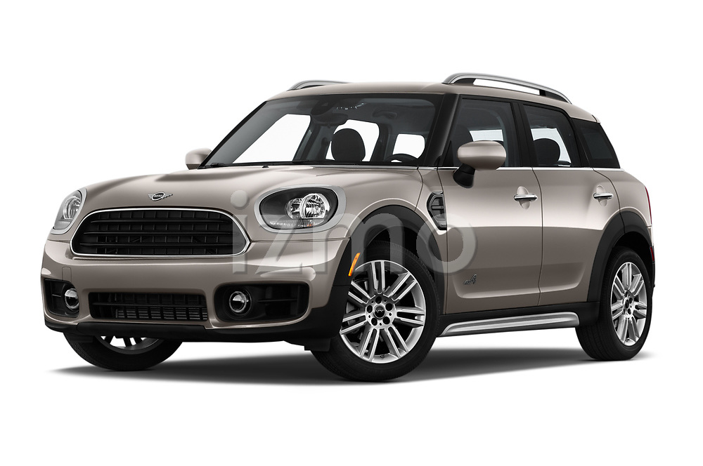 Stock pictures of low aggressive front three quarter view of 2020 MINI Countryman Cooper-Signature 5 Door Hatchback Low Aggressive