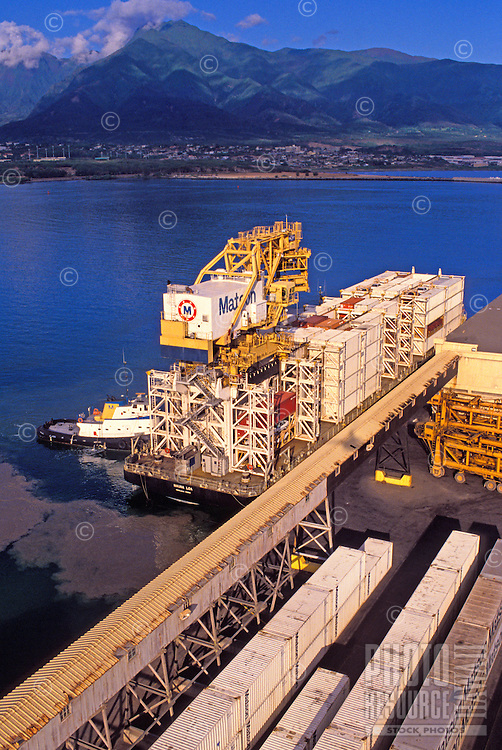 Loading and offloading of Matson containers in Kahului harbor
