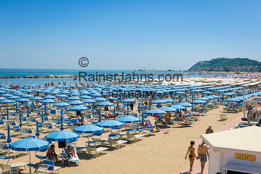 Italy, Emilia-Romagna, Cattolica: popular beach resort located on the Adriatic Sea, south of Rimini   Italien, Emilia-Romagna, Cattolica: beliebter Badeort an der Adria, suedlich von Rimini