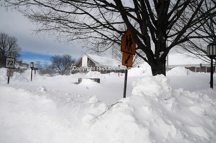 PLYMOUTH CT, 09 FEB 13-020913AJ18- Plymouth Town Hall is surrounded with massive snowbanks.    Alec Johnson/ Republican-American