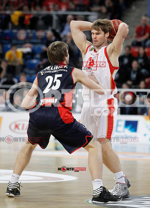 Caja Laboral Baskonia's David Jelinek (l) and CAI Zaragoza's Jon Stefansson during Spanish Basketball King's Cup match.February 07,2013. (ALTERPHOTOS/Acero)