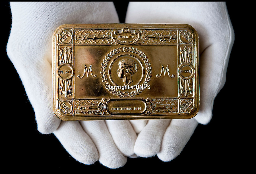 BNPS.co.uk.(01202 558833)<br /> Pic: PhilYeomans/BNPS<br /> <br /> A tin from Princess Mary given to auctioneer Patrick Bogue's own father.<br /> <br /> 100 year old time capsule from Xmas 1914 discovered.<br /> <br /> A time capsule box of Christmas gifts originally destined for First World War troops fighting in the trenches in 1914 is to be opened for the first time after it emerged for sale.<br /> <br /> X-rays have shown that the unremarkable brown cardboard box contains 81 brass tins containing gifts for front line soldiers sent from the Royal family.<br /> <br /> The brass tins held cigarettes, pencils made from shell casings, chocolate, sweets and even Christmas cards.<br /> <br /> They were made in their thousands then shipped off to soldiers fighting in the trenches over the first Christmas of the Great War.<br /> <br /> But one box never made it to its intended destination and is now up for sale 100 years on for almost &pound;30,000 after being discovered by a collector.<br /> <br /> It will be opened for the first time by Lady Emma Kitchener, great-grandniece of military leader Herbert Kitchener, at the Chalke Valley History Festival near Salisbury, Wilts.<br /> <br /> A select amount of tins will be sold at the festival for &pound;300 with the rest being auctioned at Onslows in Blandford, Dorset, on July 9.