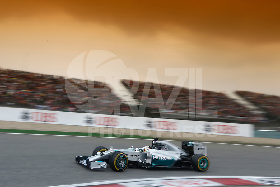 SHANGHAI, CHINA, 20.04.2014 - FORMULA 1 - GP DA CHINA -  O piloto da Mercedes, o britânico Lewis Hamilton no GP da China de Fórmula 1, realizada no circuito internacional de Xangai, neste domingo, 20. (Foto: Pixathlon / Brazil Photo Press).