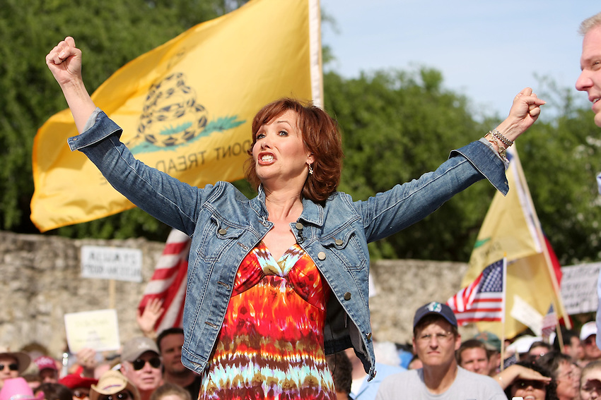 Actress and author Janine Turner gestures to fans while speaking with Glenn Beck on stage in front of the Alamo, Wednesday, April 15, 2009, in San Antonio. (Darren Abate/pressphotointl.com)