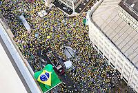 CURITIBA, PR,16.08.2015 – PROTESTO-PR –  Manifestantes realizam protesto contra o governo da presidente Dilma Rousseff, na rua VX de novrmbro, centro de Curitiba,na tarde deste domingo (16).(Foto Paulo Lisboa/ Brazil Photo Press)