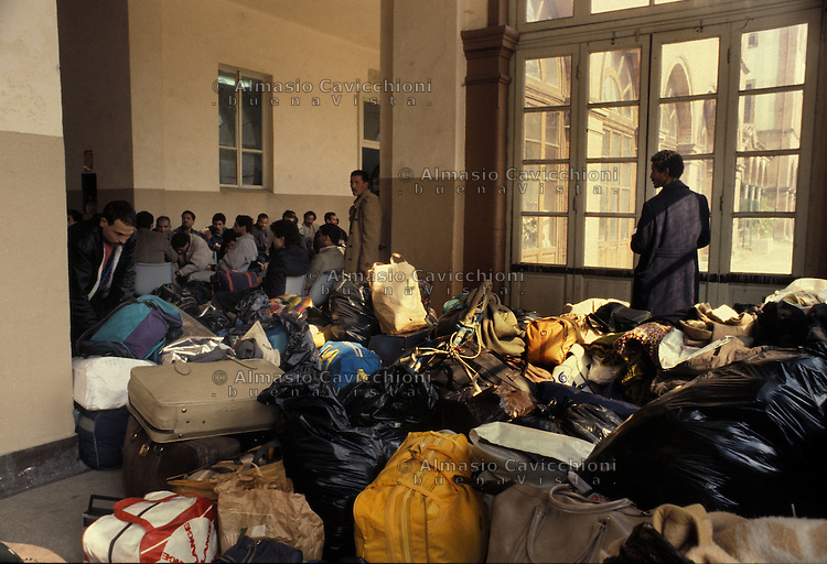 Milano, immigrati clandestini al centro di via Pitteri. 15 Mar 1990<br /> Milan, illegal immigrants in the center of via Pitteri. March 15, 1990