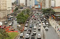 SSAO PAULO, SP, 07 MARCO 2013 - TRANSITO EM SAO PAULO - Apos forte chuva o transito encontra-se com rentencao nesse inicio de tarde na av  Prestes Maia em direcao a zona norte na altura do viaduto da Santa Efigenia na regiao central da capital  nessa quinta 07. (FOTO: LEVY RIBEIRO / BRAZIL PHOTO PRESS)