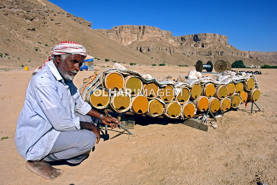 Produçao de mel em  Wadi Doan. Yemen. 2008. Foto de Caio Vilela.