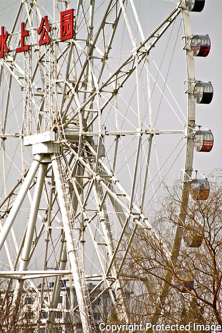 Tianjin waterpark ferris wheel amusement park ride photo