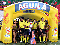 IBAGUE - COLOMBIA, 27-08-2018: Edwin Trujillo (2 Izq.) arbitro, durante partido de la fecha 6 por la Liga Aguila II 2018 entre Deportes Tolima y Deportivo Pasto,  jugado en el estadio Manuel Murillo Toro de la ciudad de Ibague. / Edwin Trujillo (2 L) referee, during a match of the 6th date for the Aguila League II 2018, between Deportes Tolima and Deportivo Pasto,  played at Manuel Murillo Toro stadium in Ibague city. Photo: VizzorImage / Juan Carlos Escobar / Cont.
