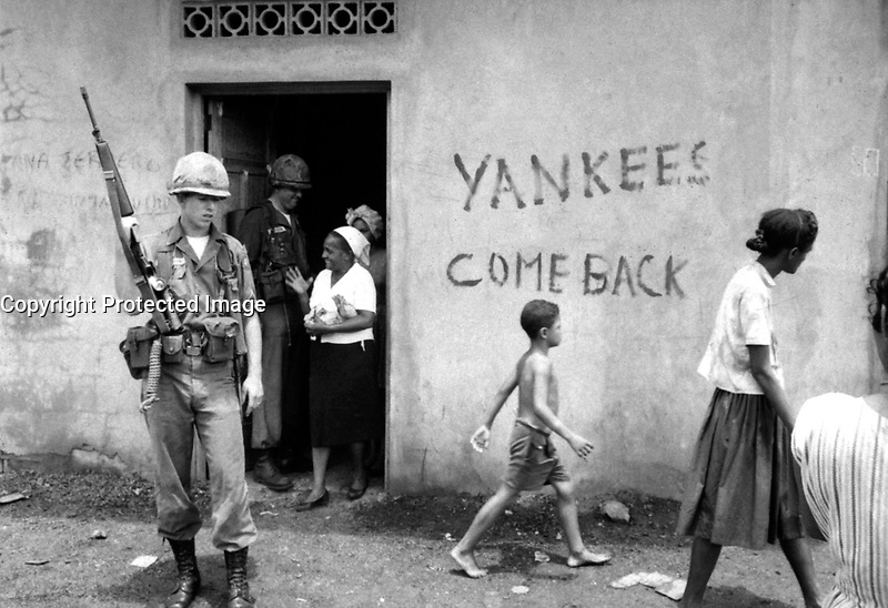 Food distribution in front of &quot;Yankees come back&quot; sign, Santo Domingo, May 9, 1965.  Jack Lartz.  (USIA)<br /> NARA FILE #:  306-DR-20-33<br /> WAR &amp; CONFLICT BOOK #:  381