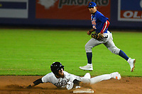 BARRANQUILLA – COLOMBIA, 10-12-2019: Erick Salcedo de Gigantes durante partido entre Gigantes de Barranquilla y Caimanes de Barranquilla como parte de La Liga Profesional de Béisbol Colombiano 2019/2020 jugado en el estadio Edgar Renteria de Barranquilla. / Erick Salcedo of Gigantes during match between Gigantes de Barranquilla and Caimanes de Barranquilla as part of Colombian Professional Baseball League 2019/2020 played at Edgar Renteria stadium in Barranquilla city. Photo: VizzorImage / Alfonso Cervantes / Cont