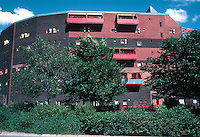 Ralph Erskine: Byker Redevelopment. 620 maisonettes. Photo '90.