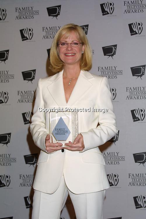 ©2003 KATHY HUTCHINS/HUTCHINS PHOTO.5thANNUAL FAMILY TV AWARDS.BEVERLY HILTON HOTEL.BEVERLY HILLS, CA  8/14/03.BONNIE HUNT
