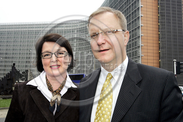 BRUSSELS - BELGIUM - 05 OCTOBER 2004 -- Olli REHN, the Finnish Commissioner designate in charge of Enlargement with his wife Merja in front of the Berlaymont building the new EU-Commission headquarters. -- PHOTO: JUHA ROININEN / EUP-IMAGES