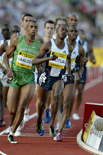 30 July 2004: Kenyan runner Joseph Mutua (KEN) leads the pack while competing in the Men's 800m race during the Norwich Union London Grand Prix held at Crystal Palace, London. Mutua won the race in a time of 1:45.53. Photo: Neil Tingle/Action Plus..040730 athletics athlete man men male run runs running runner track event distance